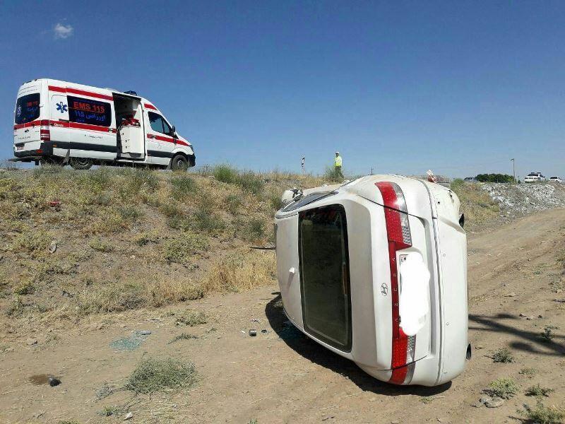 خبرنگاران واژگونی خودرو در بافق سه زخمی برجا گذاشت