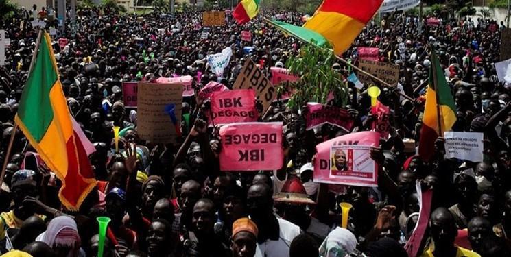 معترضان ساختمان رادیو تلویزیون در پایتخت اقتصادی را اشغال کردند