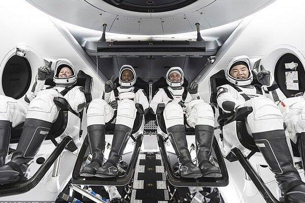 4 فضانورد و یک عروسک به ایستگاه فضایی بین المللی رسیدند