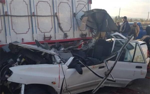 2 کشته و 3 مصدوم در پی تصادف خودروی سواری و کامیون